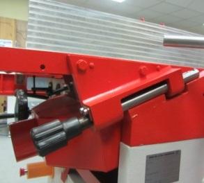 Фуговально-рейсмусовые станки мод. КАД-320, КАД-400, толщина при фуговании настраивается вращением удобной ручки