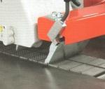 Круглопильный станок MJ - 153, большое пятно контакта заготовки с цепным транспортером