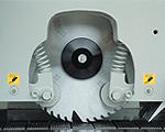 Круглопильный станок MJ - 153, до и после пилы заготовка прижимается подпружиненными роликами