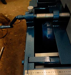 Винтовая рукоятка станка для переработки горбыля GR-3