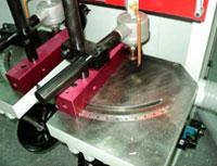 Шипорезный станок для овального шипа YRT-115, упорные линейки на столах имеют возможность поворота 45 градусов