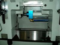 Шипорезный станок для овального шипа YRT-115, перемещение столов при помощи гидроцилиндра
