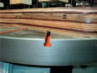 Копировально-фрезерный QUADRO LH-60-4PS, LH-80-4PS, LH-100-4PS, LH-120-4PS - Редактирование, шаблоны и прижимы дял ножек крепятся в Т-образные пазы на столе