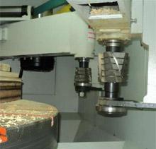 Карусельно-фрезерный станок QUADRO LH-60, LH-80, LH-100, LH-120, на фрезерных узлах можно изменять направления вращения инструмена