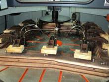 Карусельно-фрезерный станок QUADRO LH-60, LH-80, LH-100, LH-120, при обработке ножек стульев шаблоны раставляются по краю круглого стола