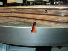 Карусельно-фрезерный станок QUADRO LH-60, LH-80, LH-100, LH-120, шаблоны для ножек  крепятся в Т-образные пазы на столе