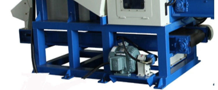 СМ (250x250, 300x300, 350x350, 400x400, 500x500, 600x600), встроенный транспортер предназначен для отвода полученной опилки пыли из под станка