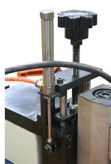 Станок для снятия свесов Filato FL - 92/2, Поджим верхнего фрезерного узла