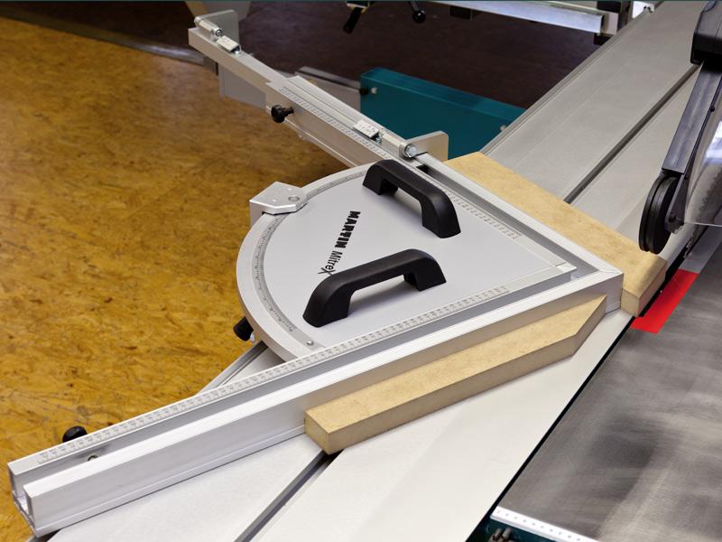 Форматно-раскроечный станок мод. «MARTIN T-70», Германия, Спаренный угловой упор с аналоговым индикатором угла