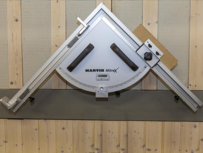 Форматно-раскроечный станок «MARTIN Т75 PreX», Спаренный угловой упор с цифровым индикатором угла